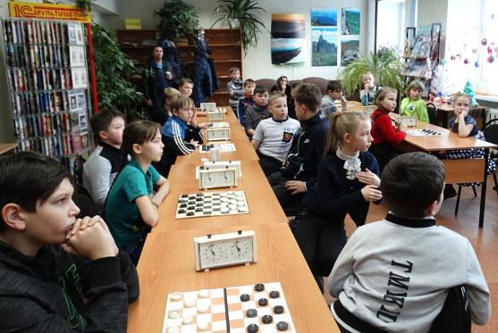 Новогодний шашечный турнир в библиотеке