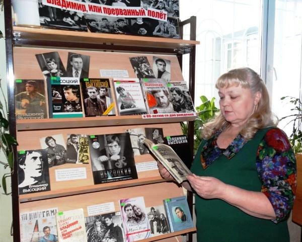 Книжная выставка  Владимир, или прерванный полет