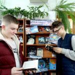 Книжная выставка «Страницы космических стартов»