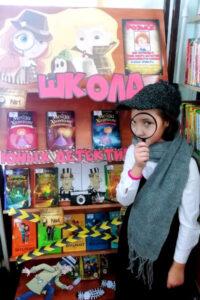 Книжная выставка «Школа юных детективов»